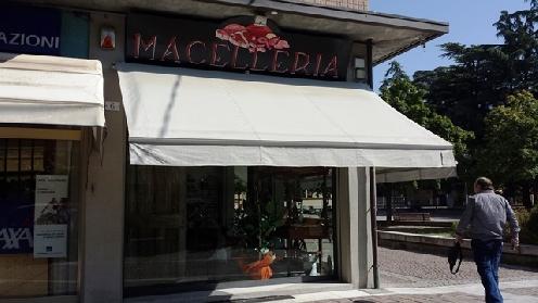 Ristrutturazione di esercizio commerciale a Castel Maggiore
